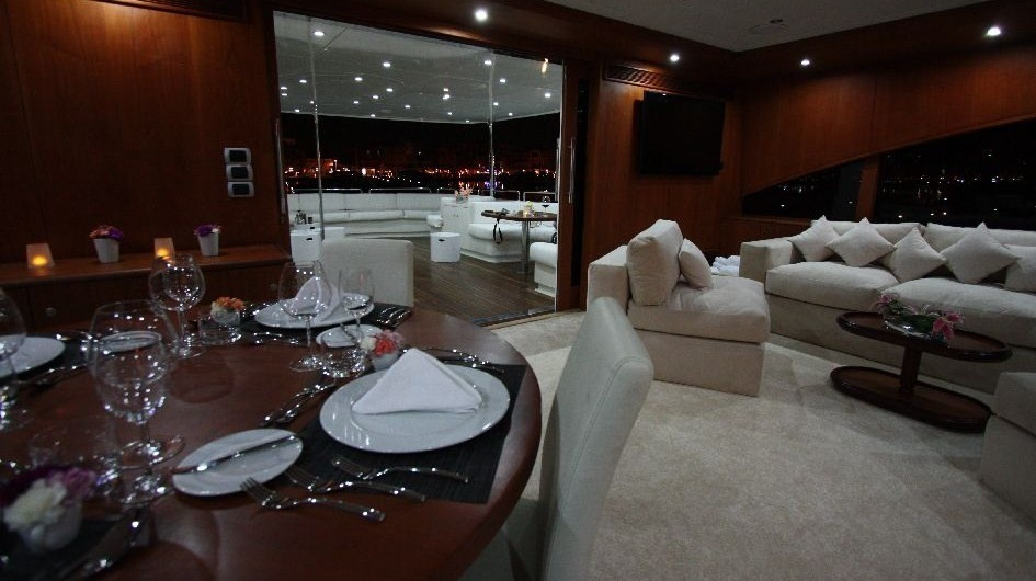 Aft: Yacht SEVEN SPICES's Eating/dining Saloon Captured