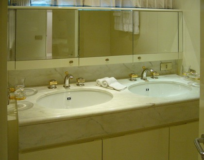 Twin Bed Stateroom Bath On Board Yacht LADYSHIP