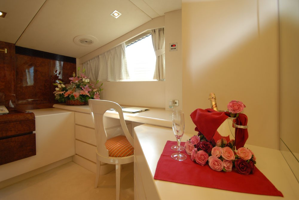 Office Zone On Yacht LADYSHIP