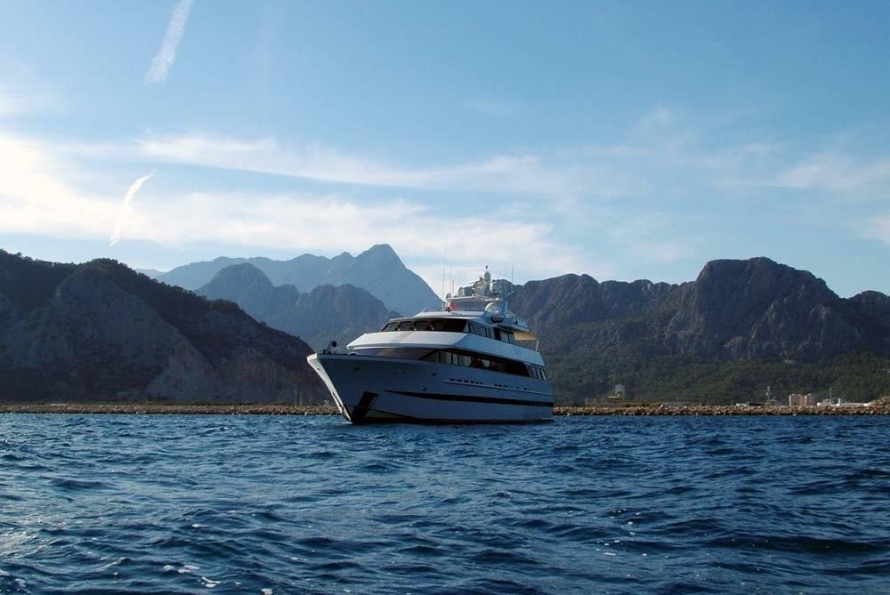 Profile On Yacht LADYSHIP