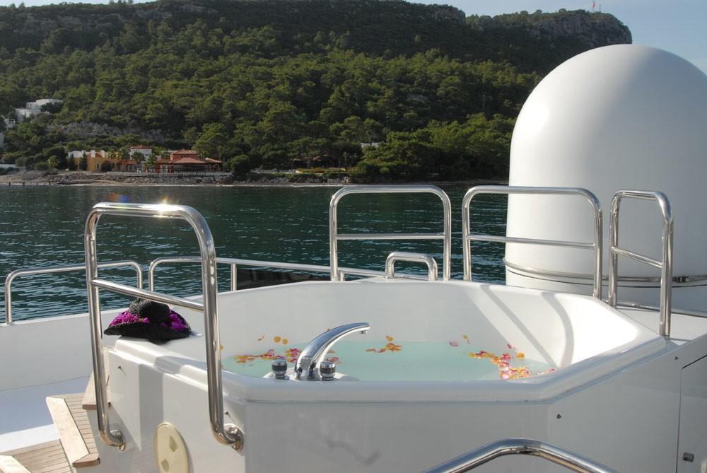 Jacuzzi Pool On Yacht LADYSHIP