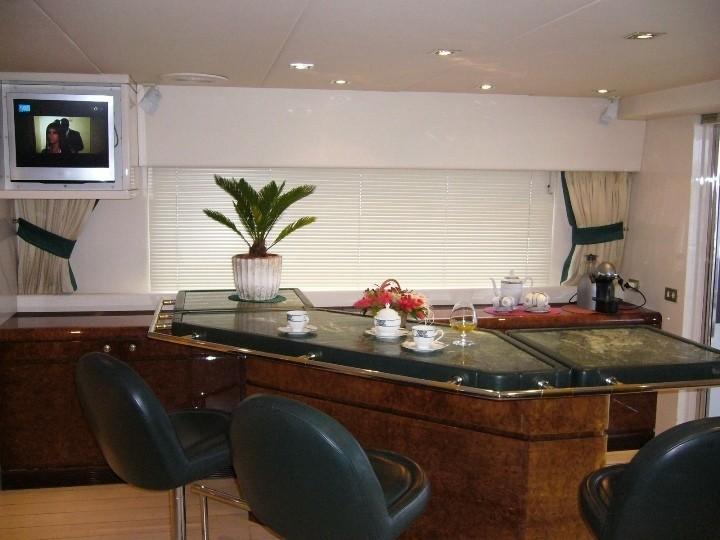 Drinks Bar: Yacht LADYSHIP's Top Saloon Photograph