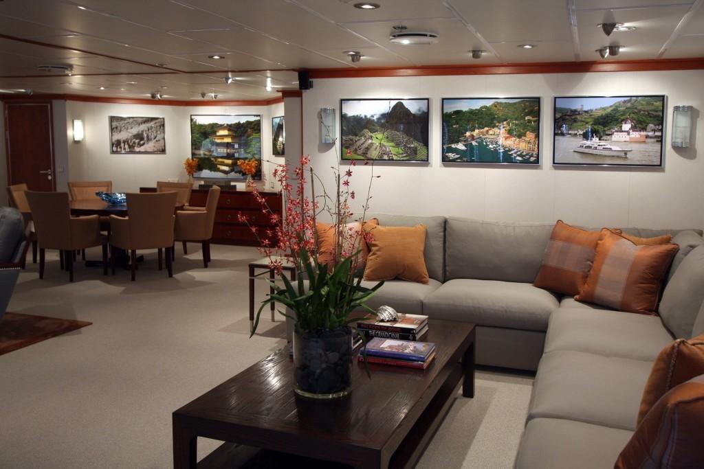 Premier Saloon Aboard Yacht SILVER CLOUD