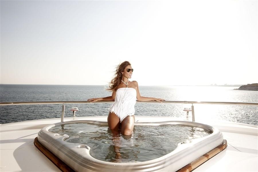 Life: Yacht E & E's Jacuzzi Pool Captured