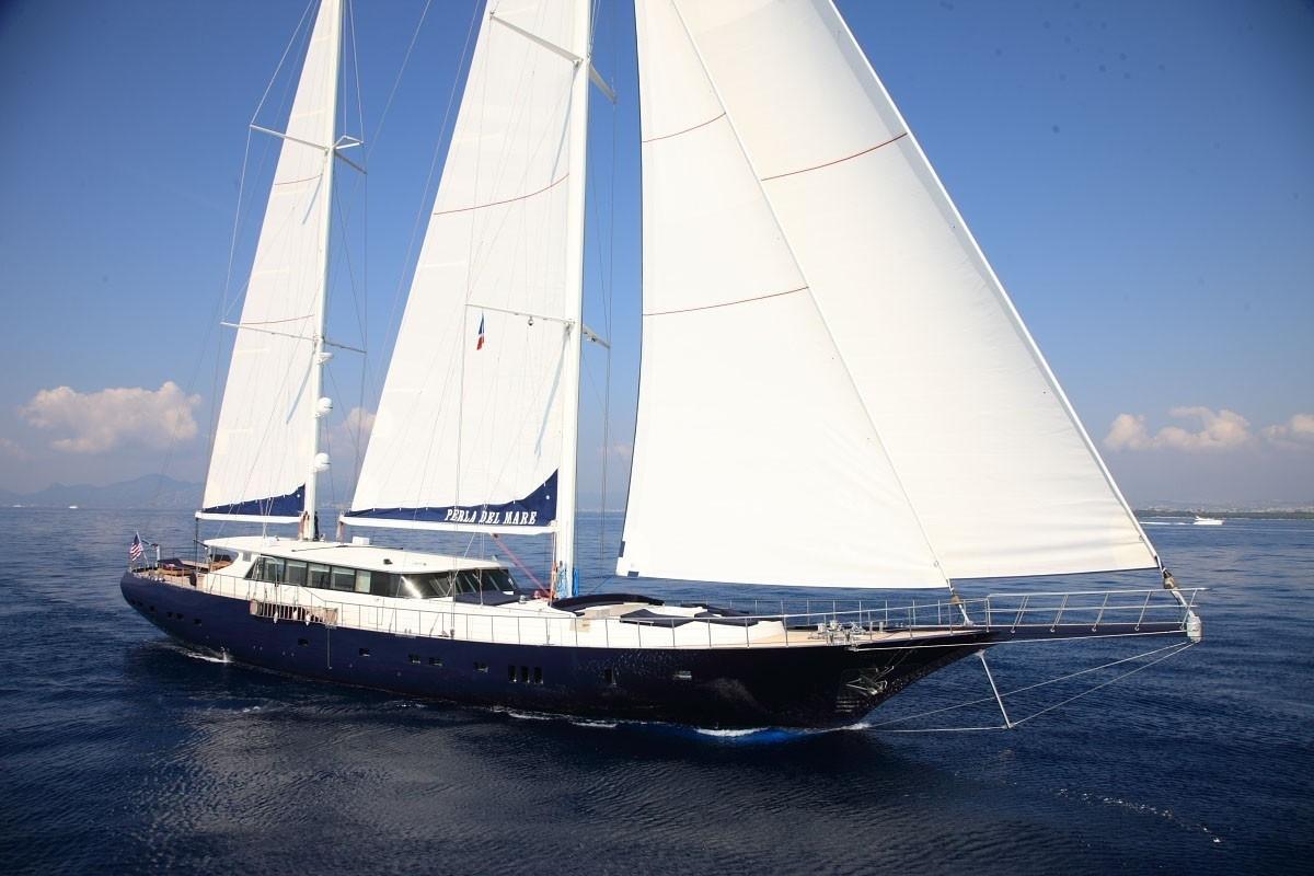 Sailing Aboard Yacht PERLA DEL MARE