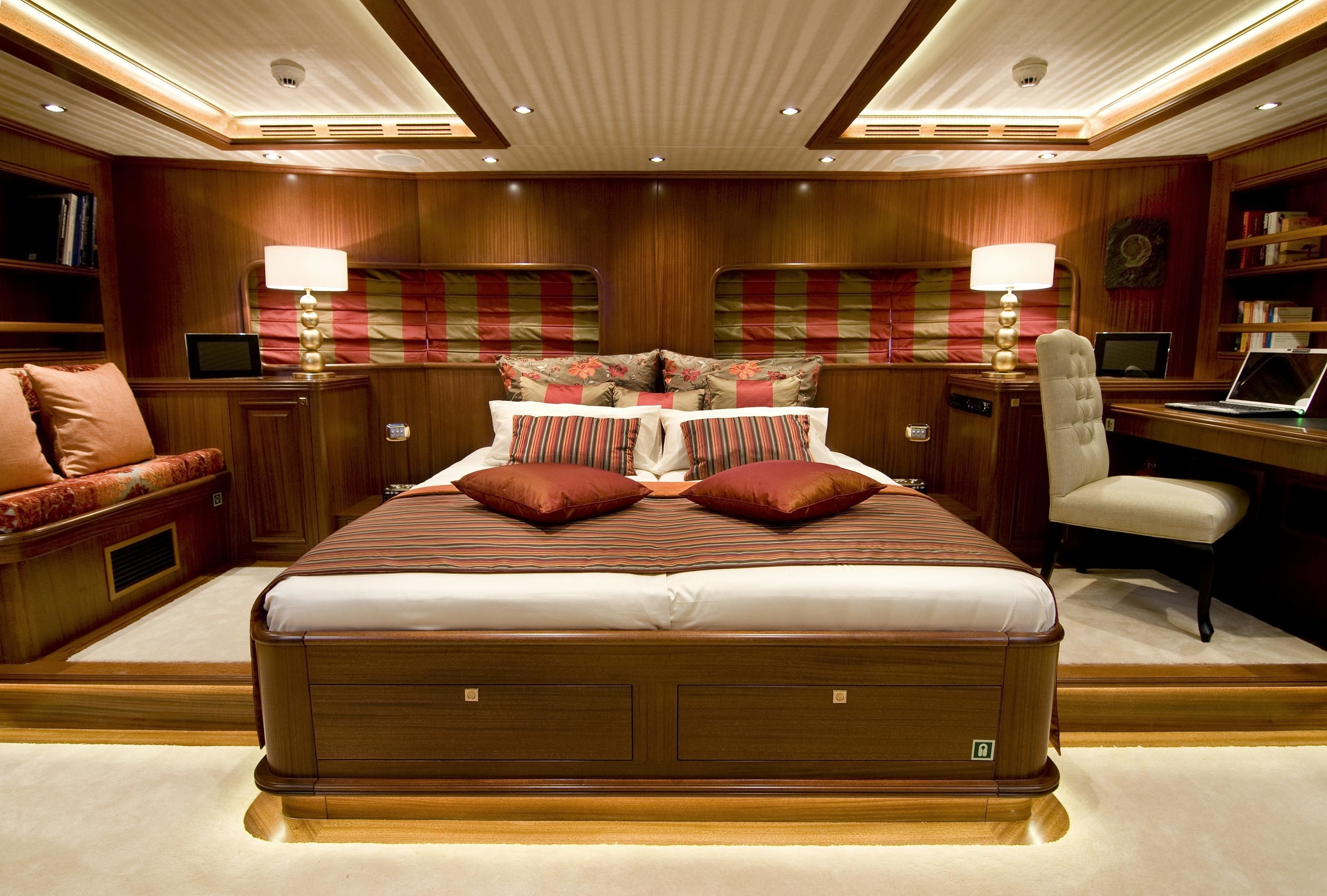 Profile: Yacht CLEAR EYES's Main Master Cabin Photograph