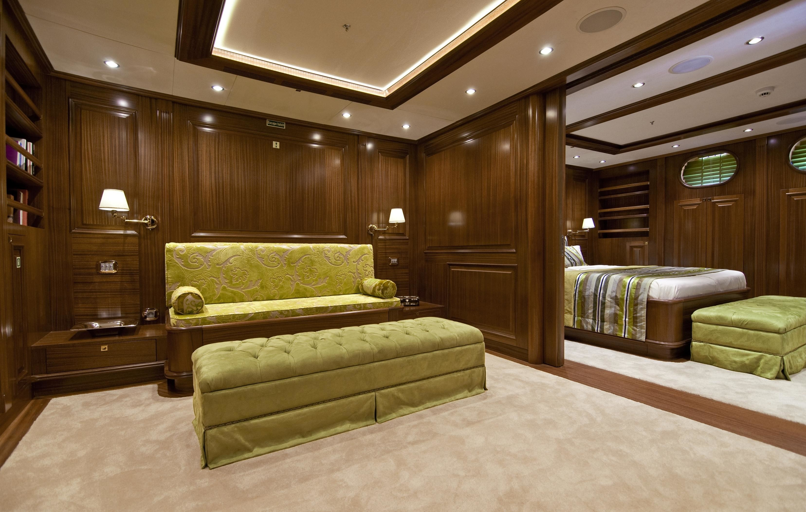 Sitting: Yacht CLEAR EYES's Guest's Cabin Captured