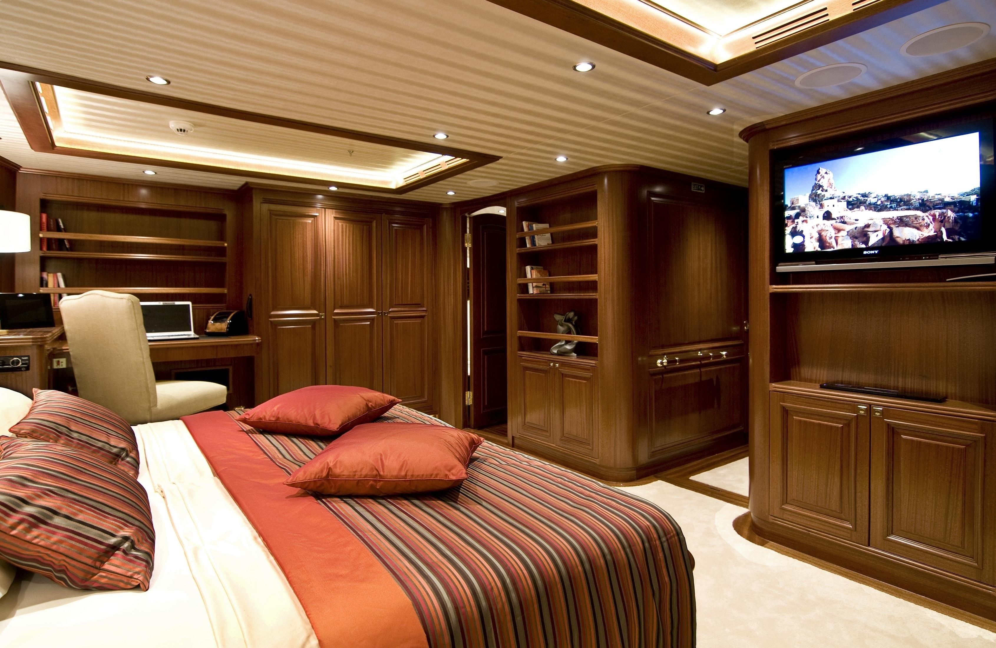 Main Master Cabin On Board Yacht CLEAR EYES