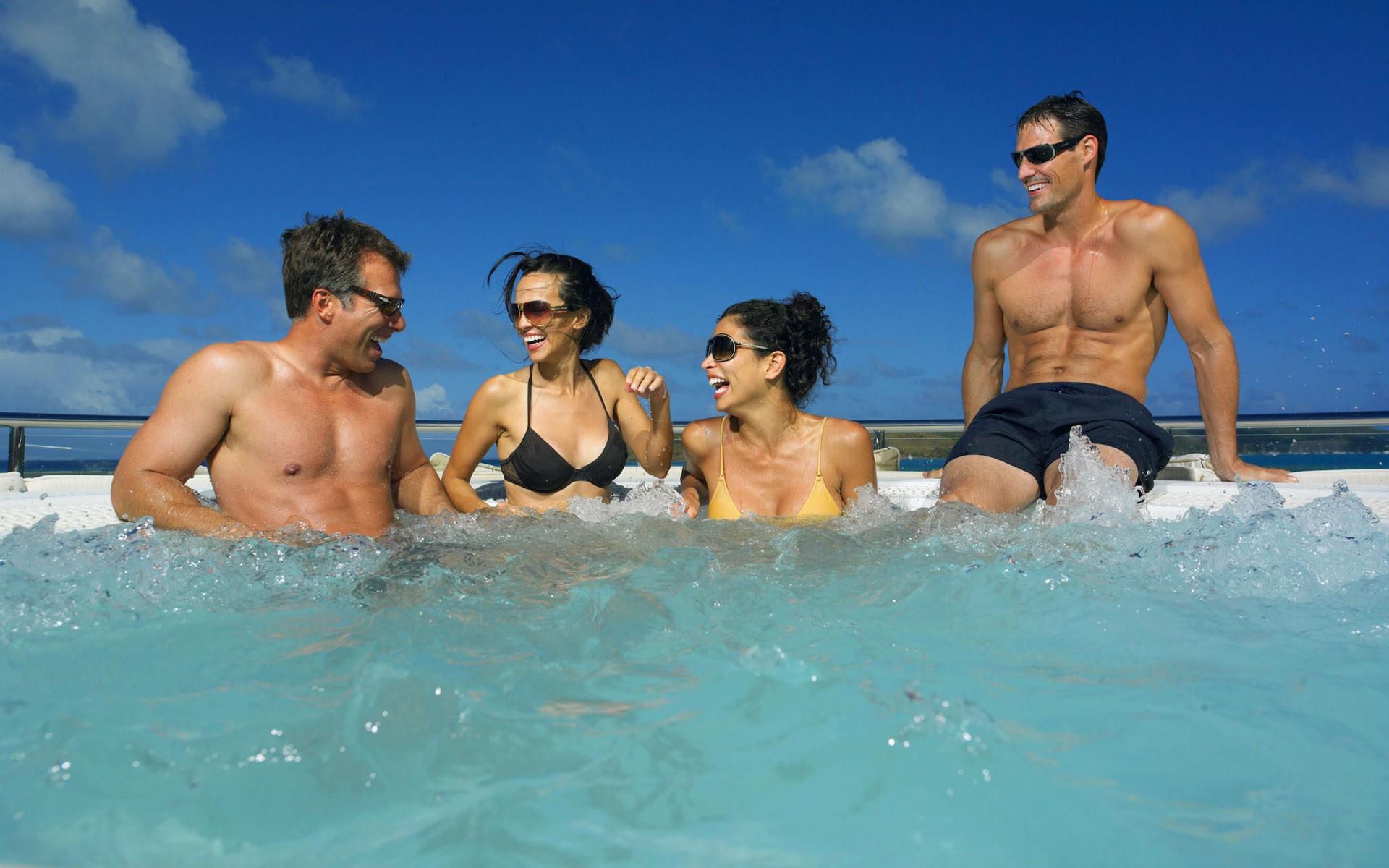 Jacuzzi Pool Life On Yacht HARLE
