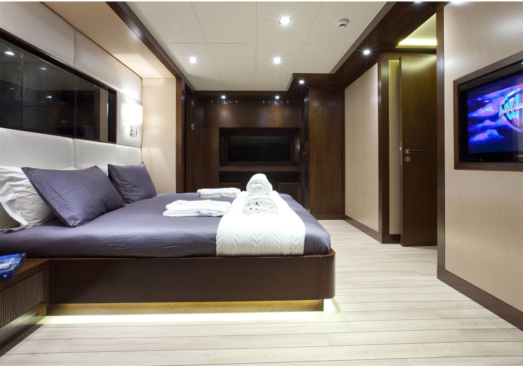 Guest's Cabin On Board Yacht INFINITY