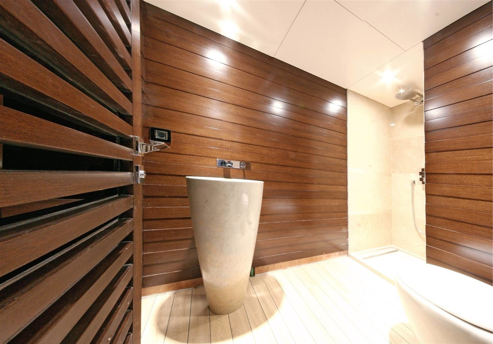 Close Up: Yacht INFINITY's Bath Photograph