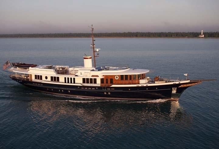 Profile Aspect On Yacht SYCARA IV