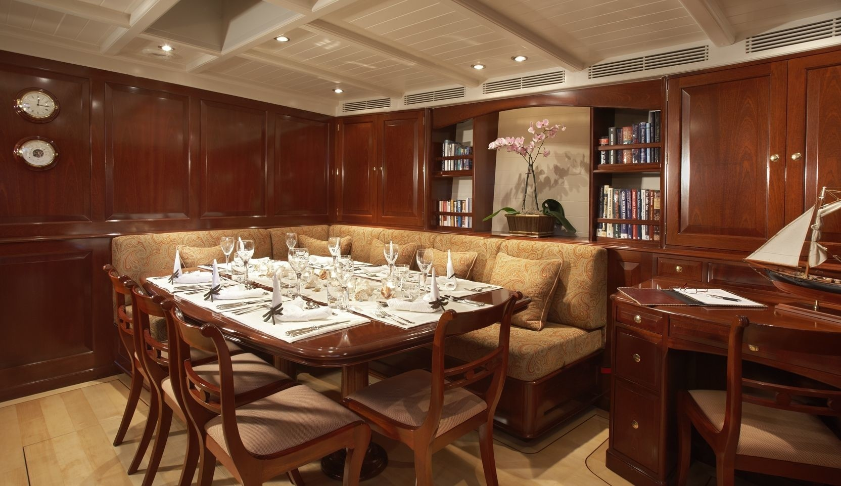 Eating/dining Saloon On Board Yacht WINDROSE OF AMSTERDAM