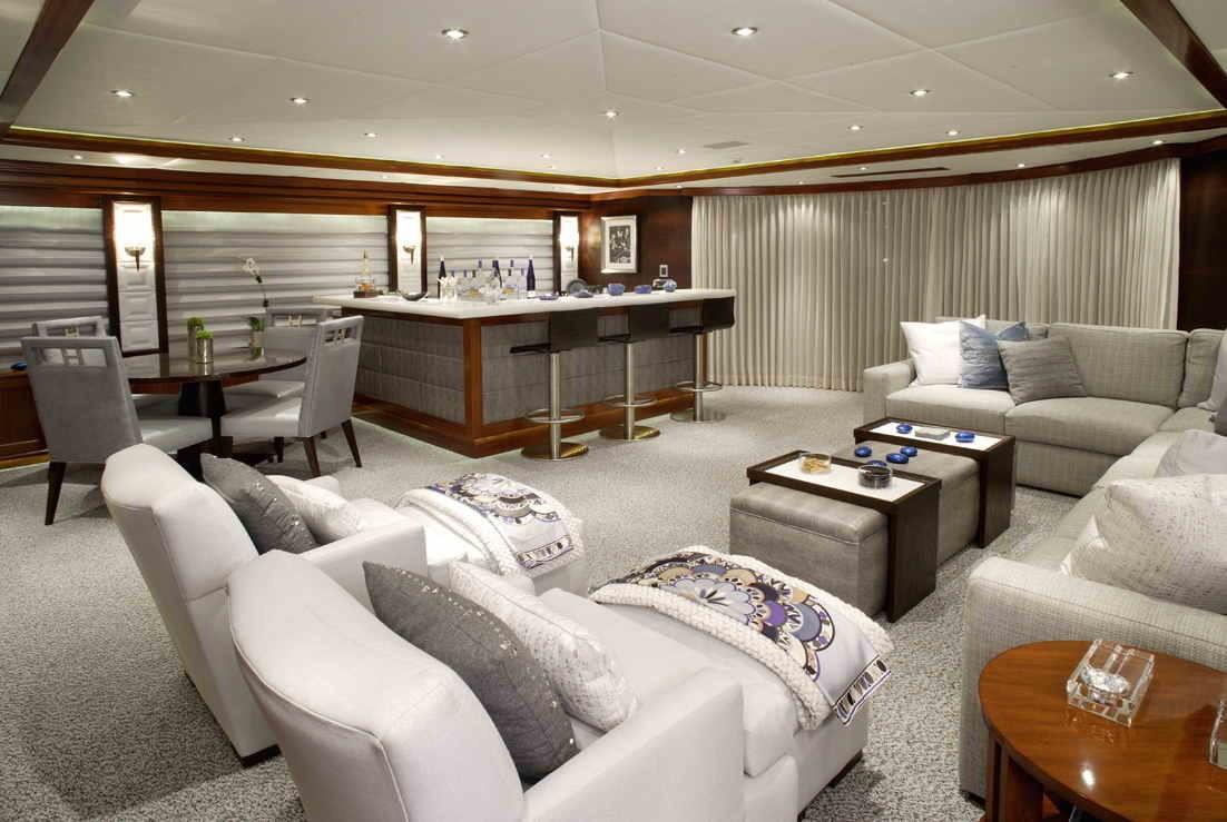 Starboard Side: Yacht ROCKSTAR's Sky-lounge Photograph