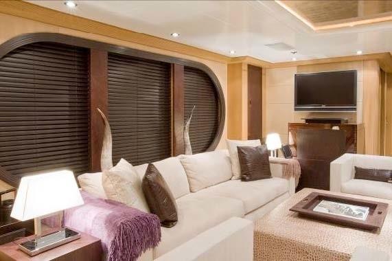 Sitting: Yacht MALIBU's Saloon Image