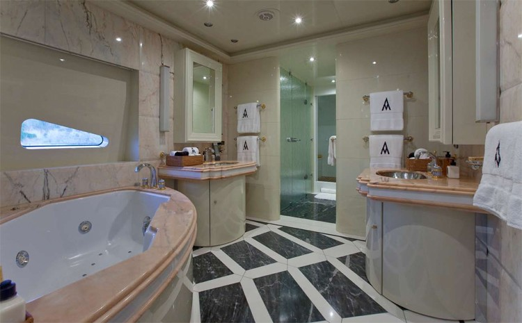 VIP Suite Bath On Yacht DIAMOND A