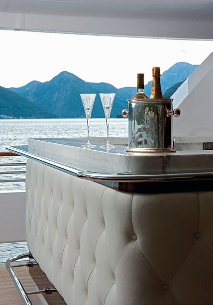 Wine: Yacht CARPE DIEM's Close Up Image