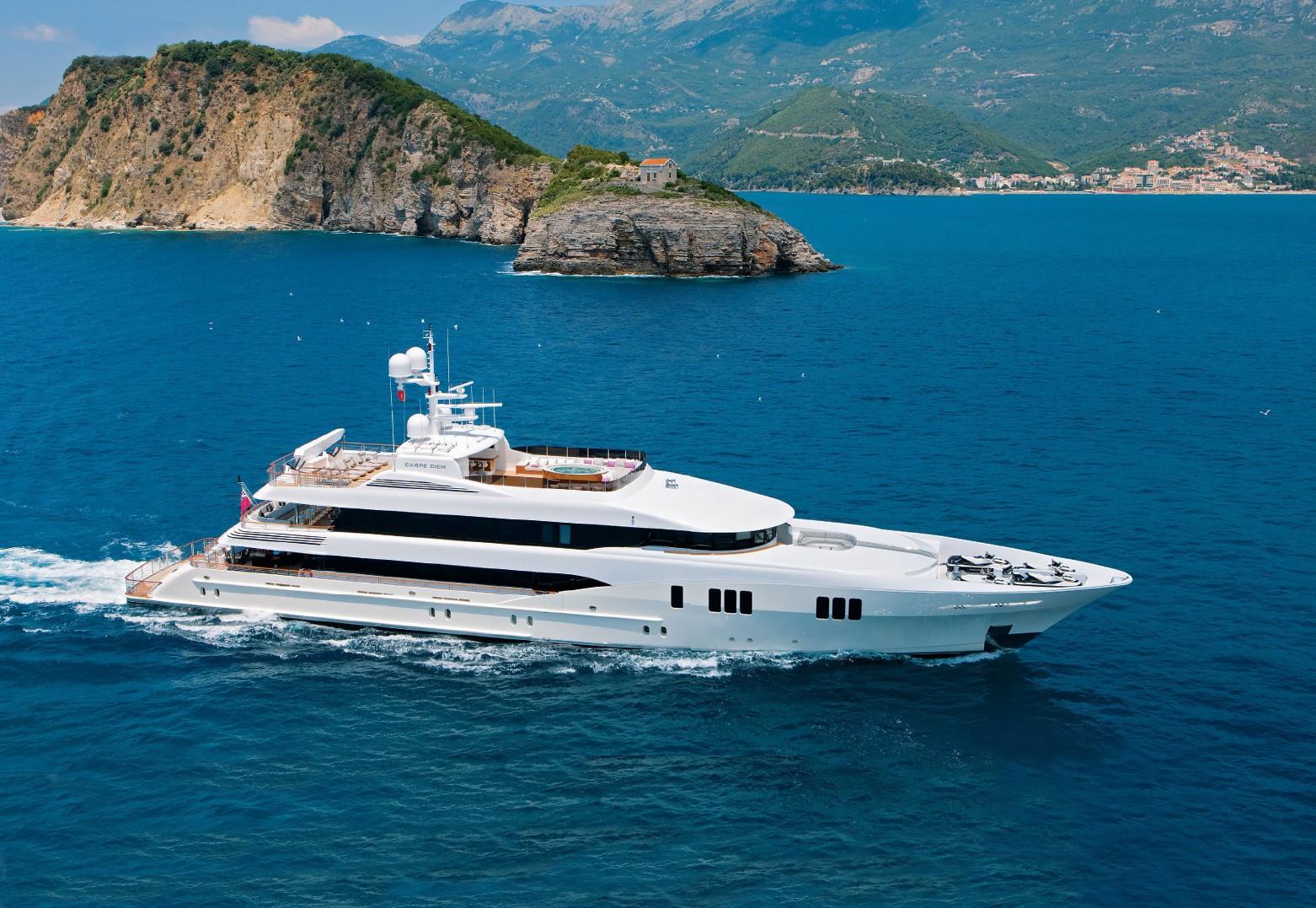 Cruising On Yacht CARPE DIEM