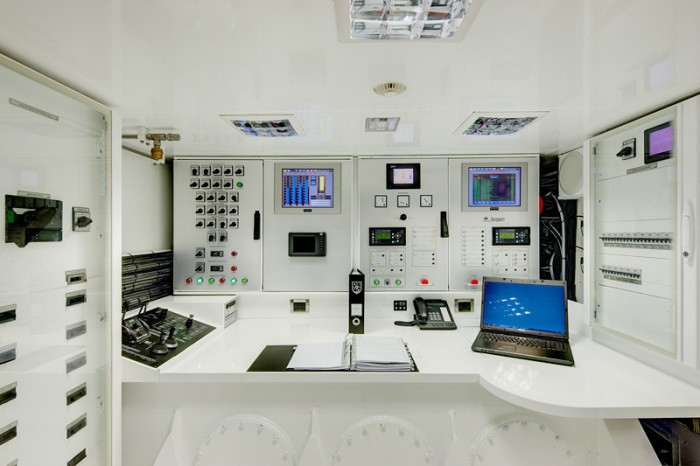 Control Area On Board Yacht KOKOMO