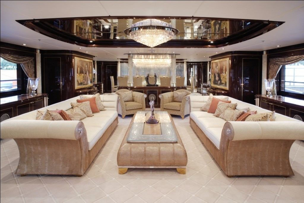 Profile: Yacht DIAMONDS ARE FOREVER's Lounging Captured