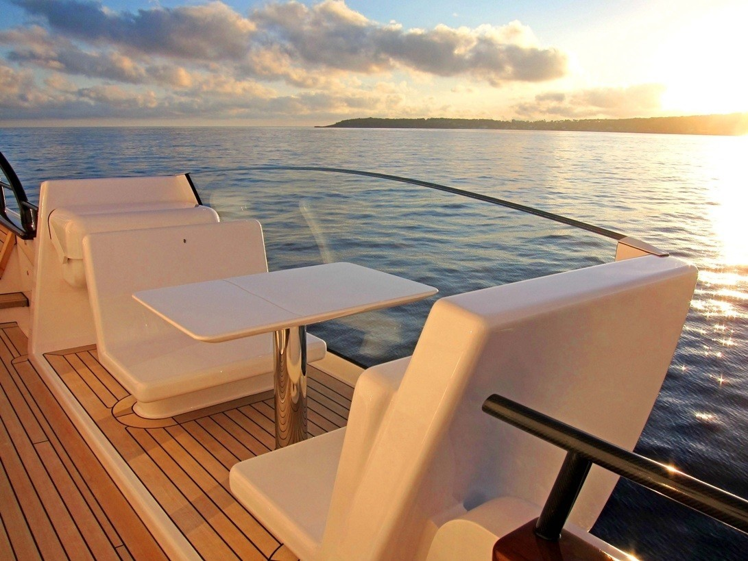 Sitting: Yacht AIR's Profile Deck Image