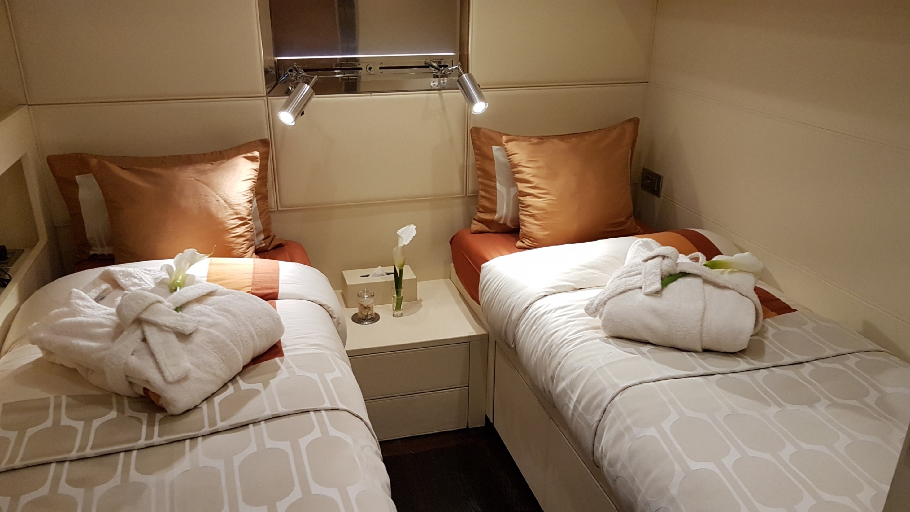 Twin suite