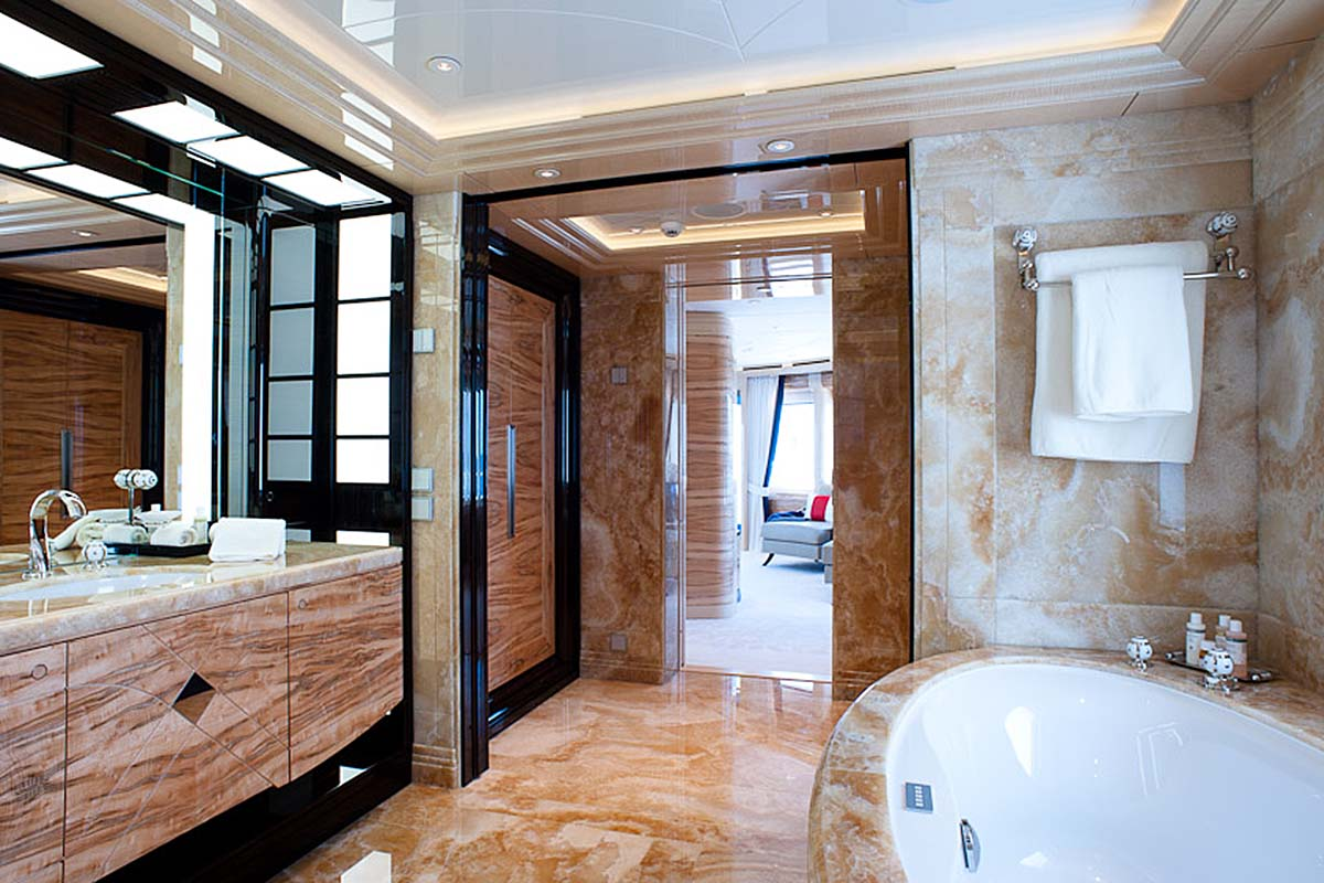 Excellence V Master Stateroom Bath