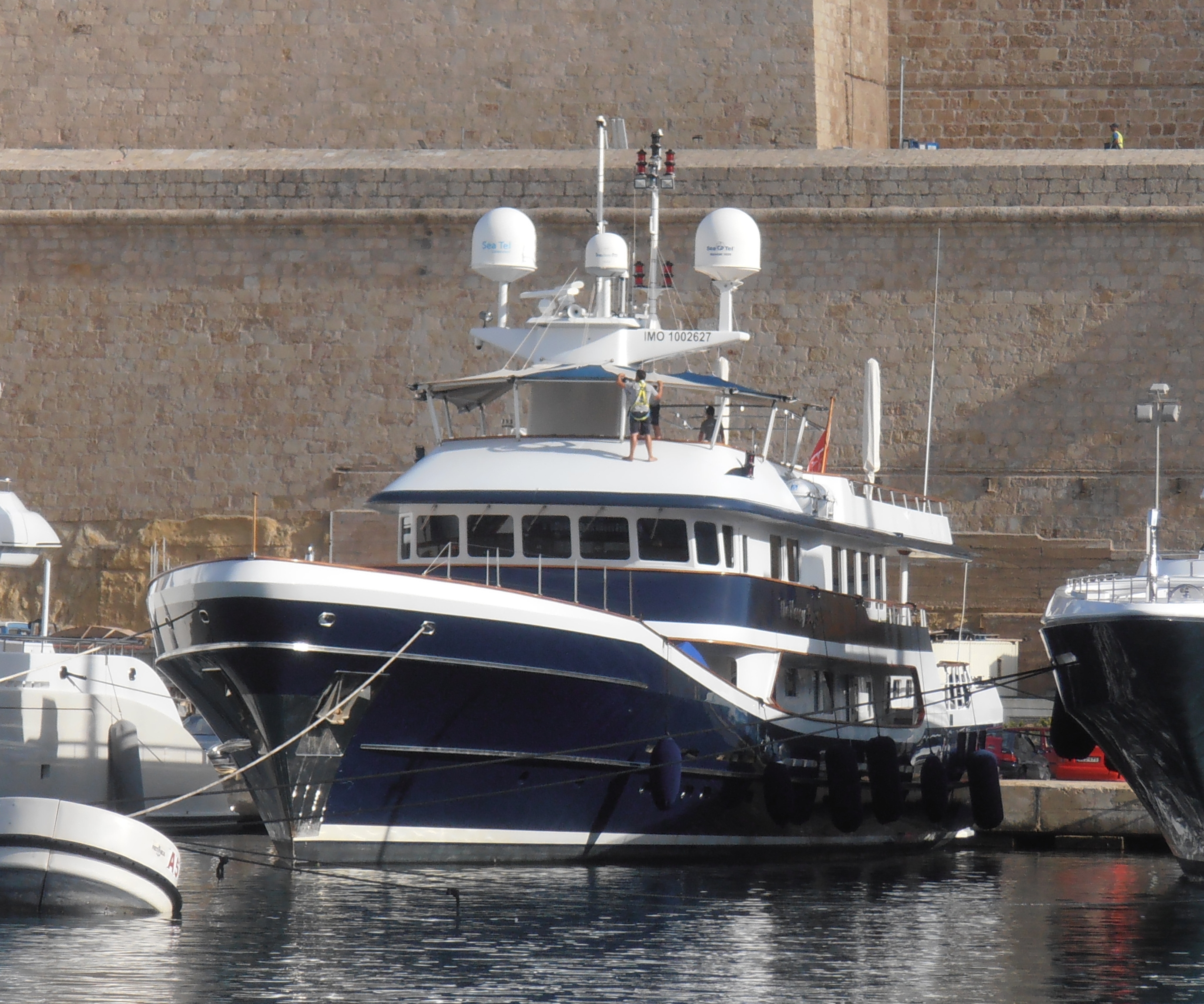 Exterior - Bow View