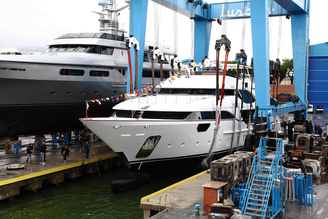 First Crystal 140′ Motor Yacht By Benetti
