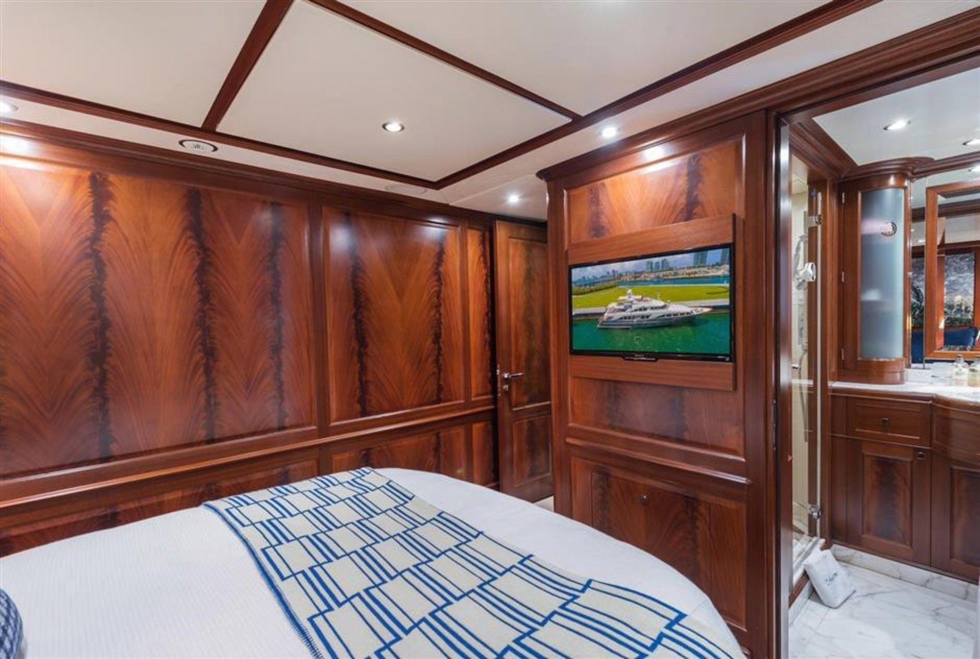 Guest Cabin 093