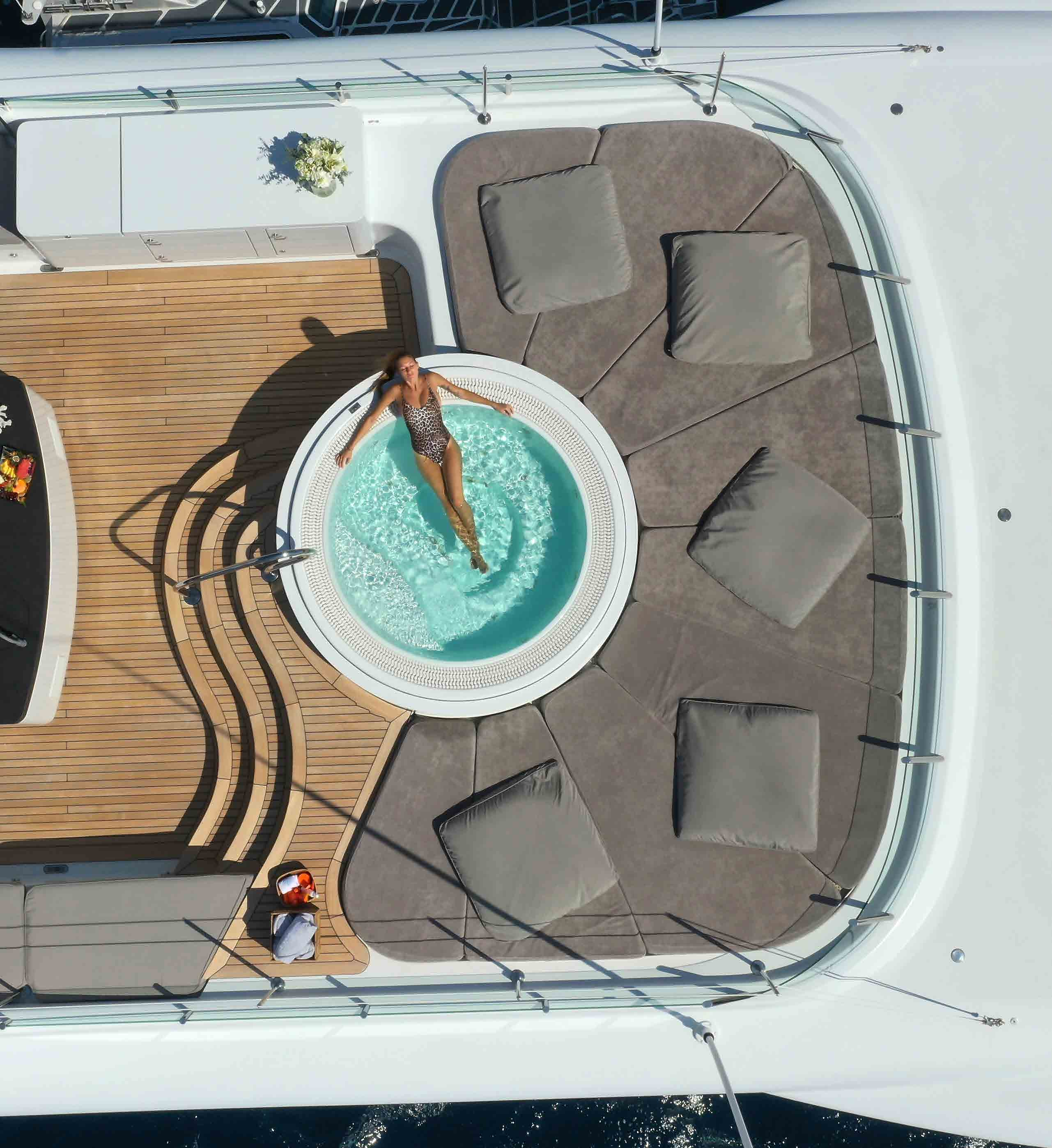 Jacuzzi With Sunpads