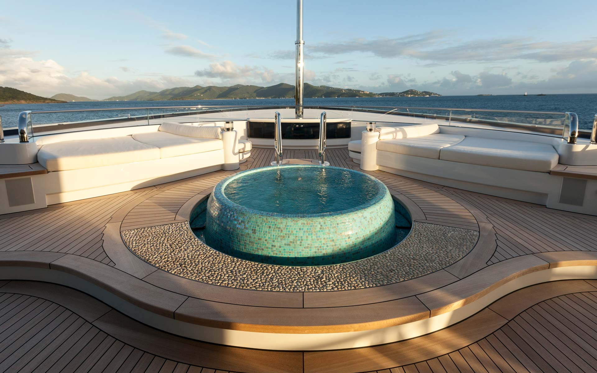 Owners Deck Jacuzzi
