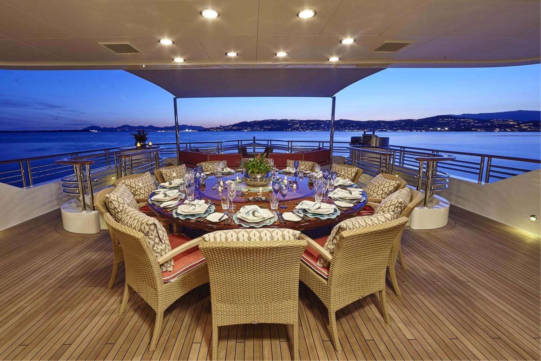 Yacht Cocoa Bean - Al Fresco Dining