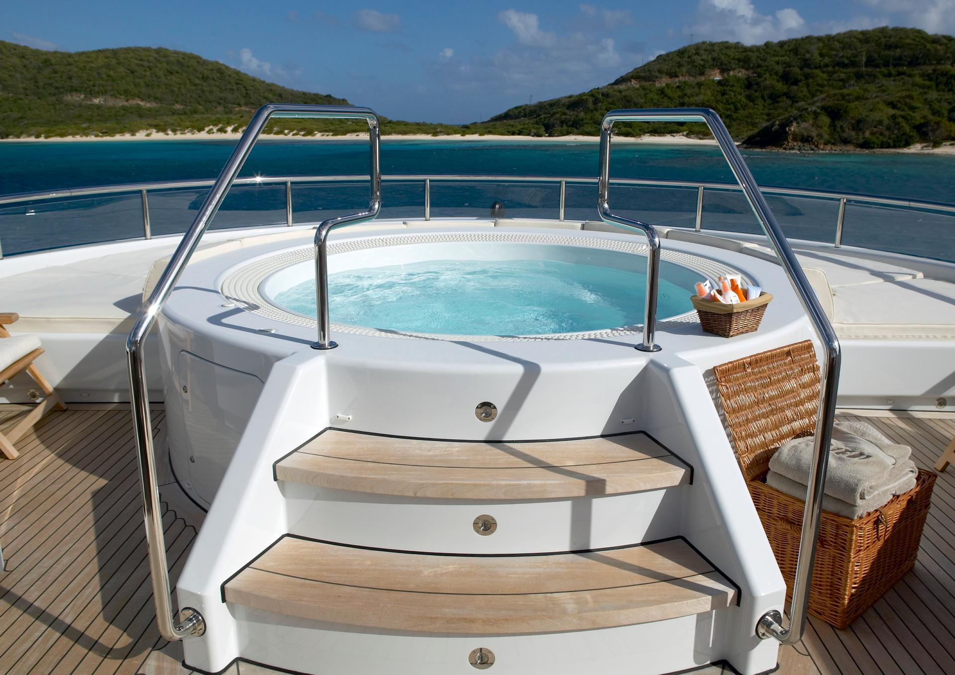 Yacht HARLE By Feadship - Jacuzzi