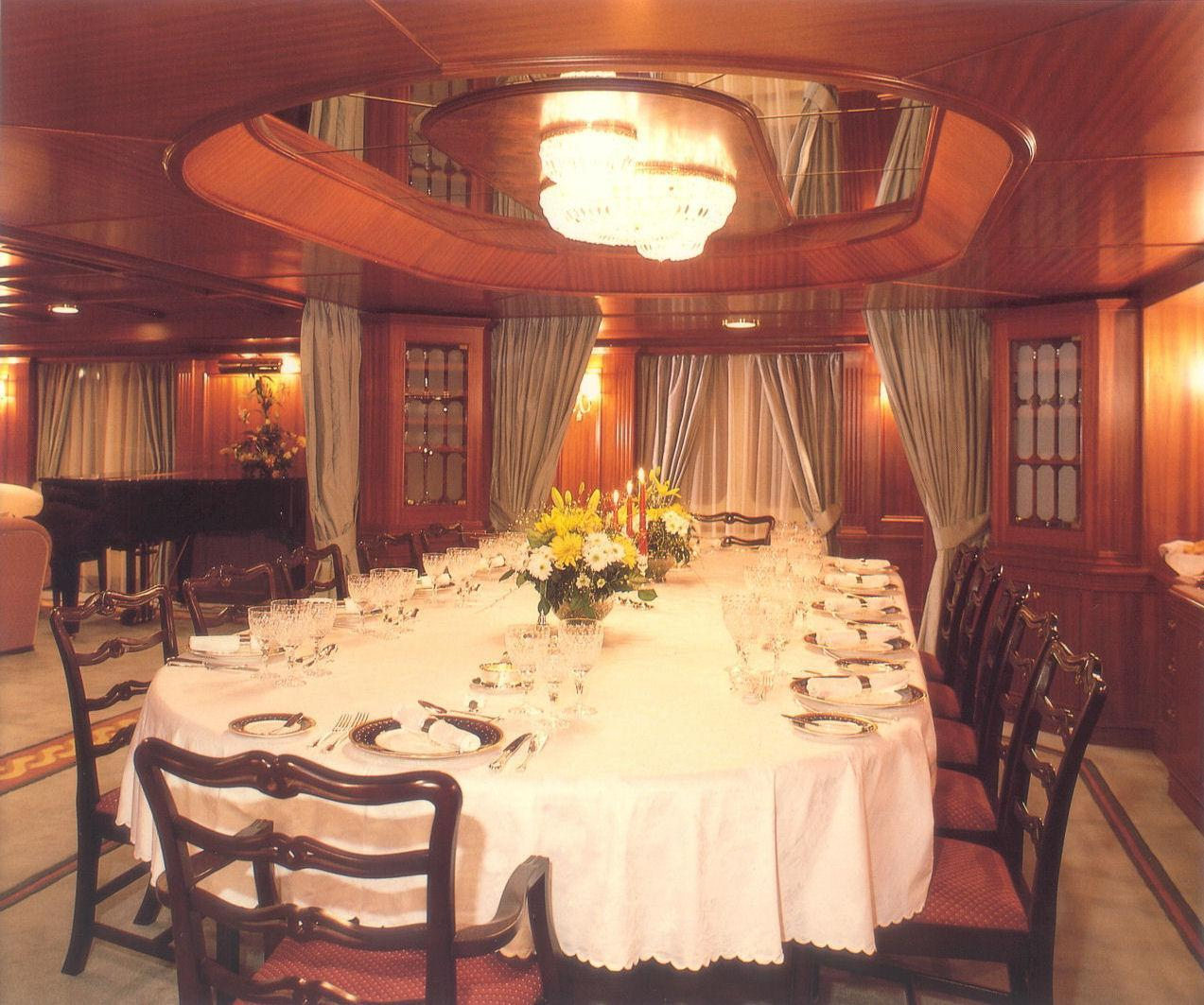 Yacht LADY K II - Dining