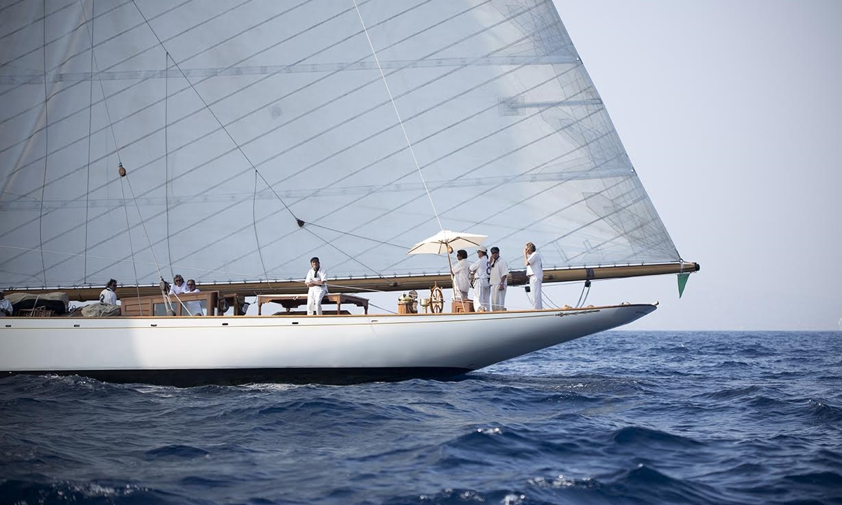 Yacht Moonbeam IV - In Cannes