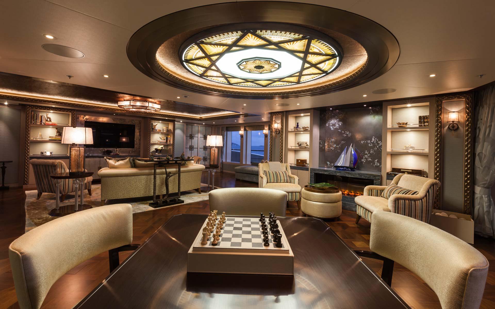 Yacht Solandge - Chess