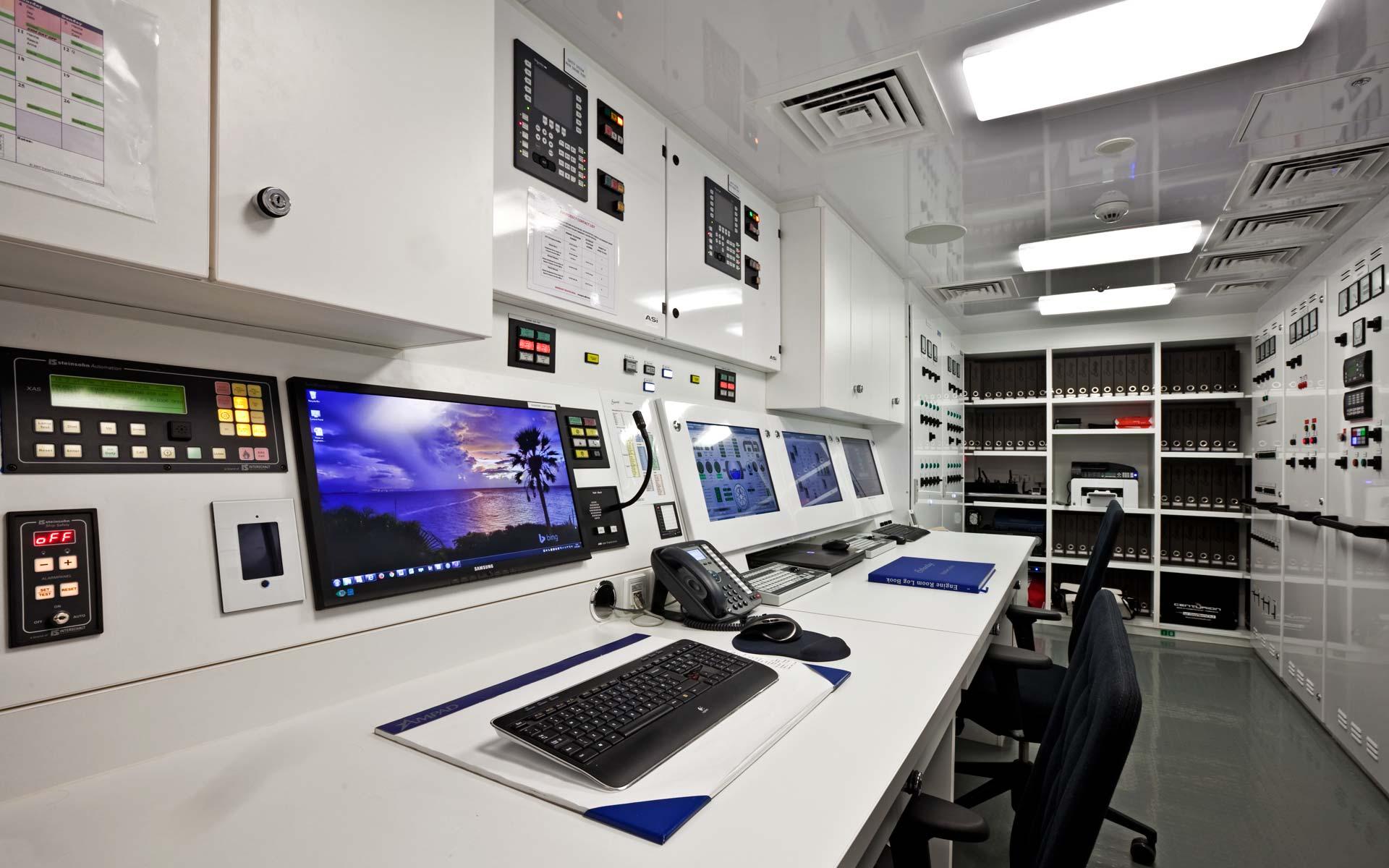 Yacht Solandge - Engine Room