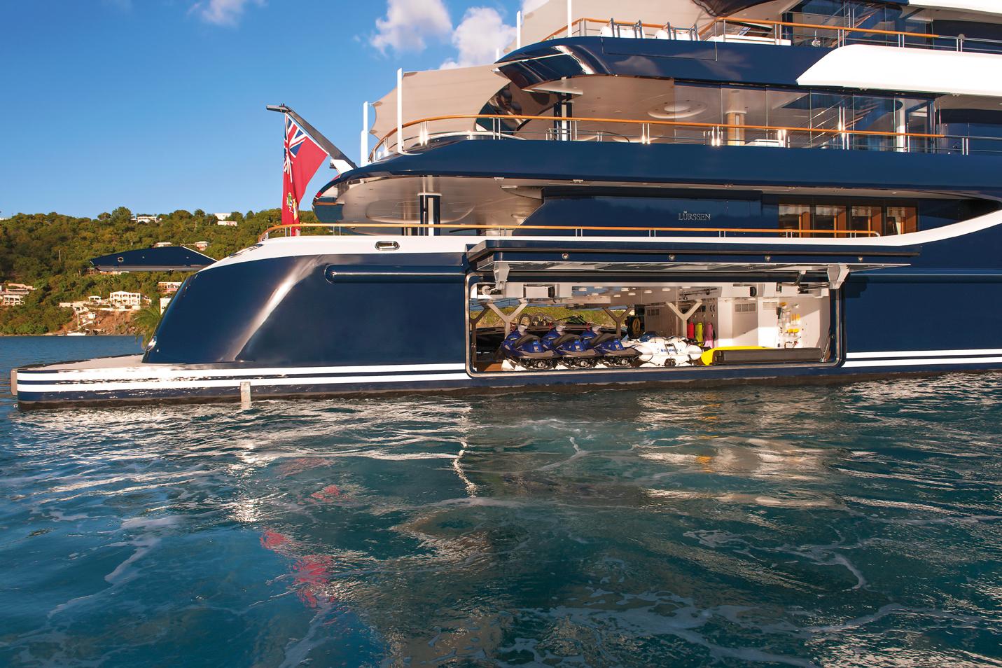 Yacht Solandge - Water Toys Etc