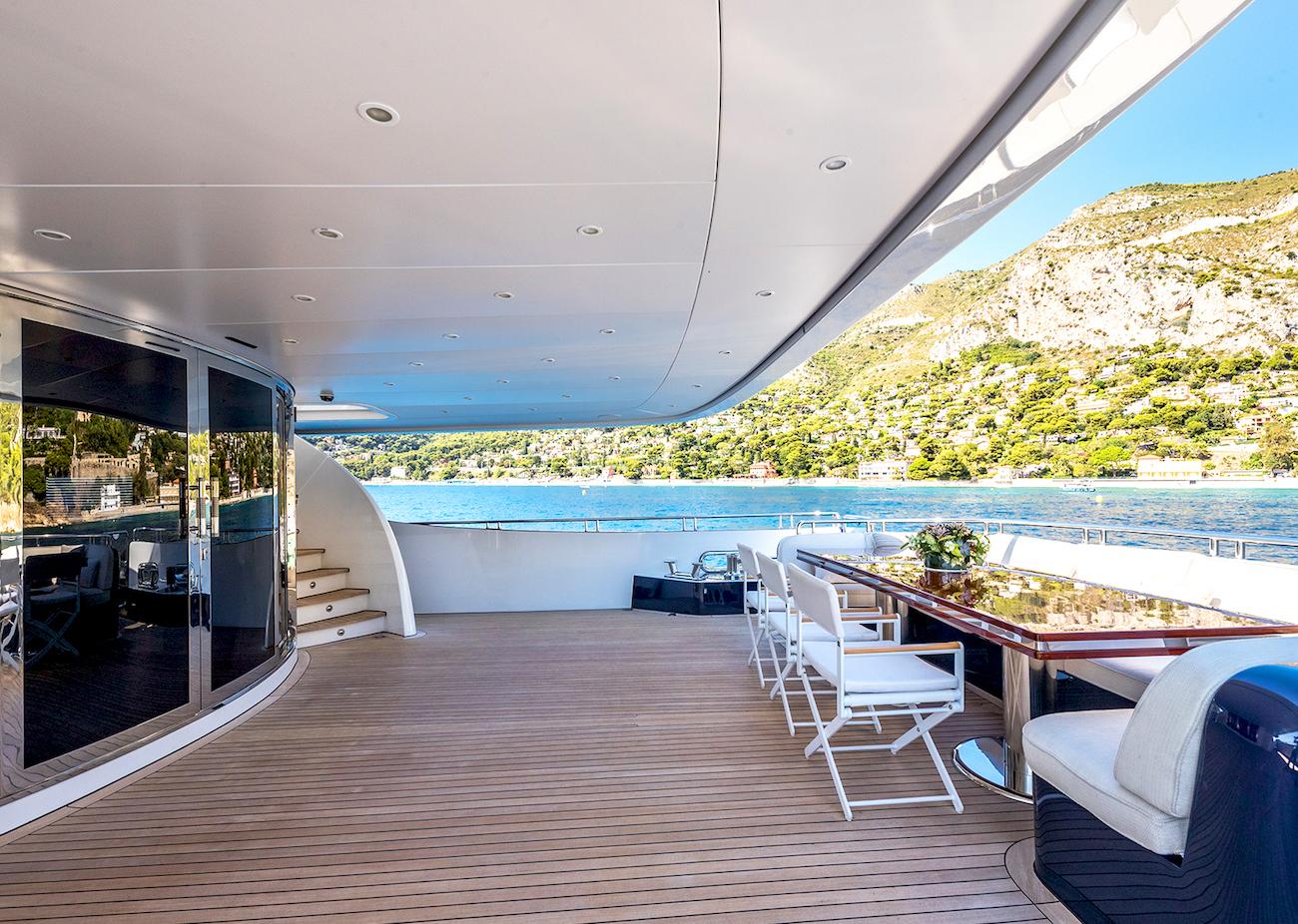 Aft Deck Dining Option