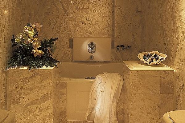 Carmen Serena Bathroom