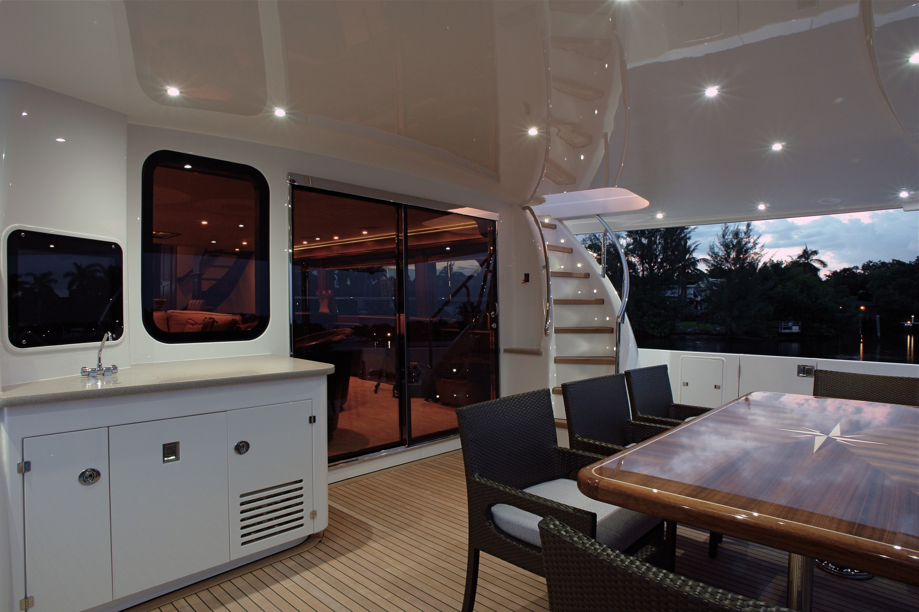 The 25m Yacht SEAS THE MOMENT