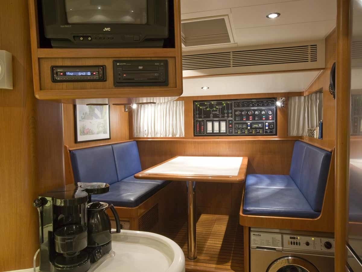 The 29m Yacht AZZURA