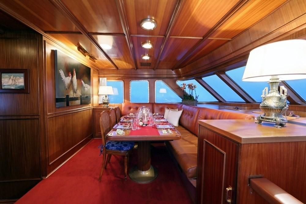 The 30m Yacht SPREZZATURA