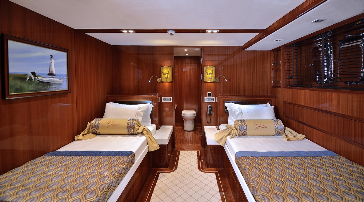 Profile: Yacht GLORIOUS's Twin Bed Cabin Photograph