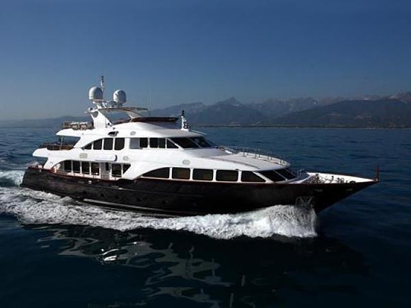 Cruising On Board Yacht AFRICAN QUEEN