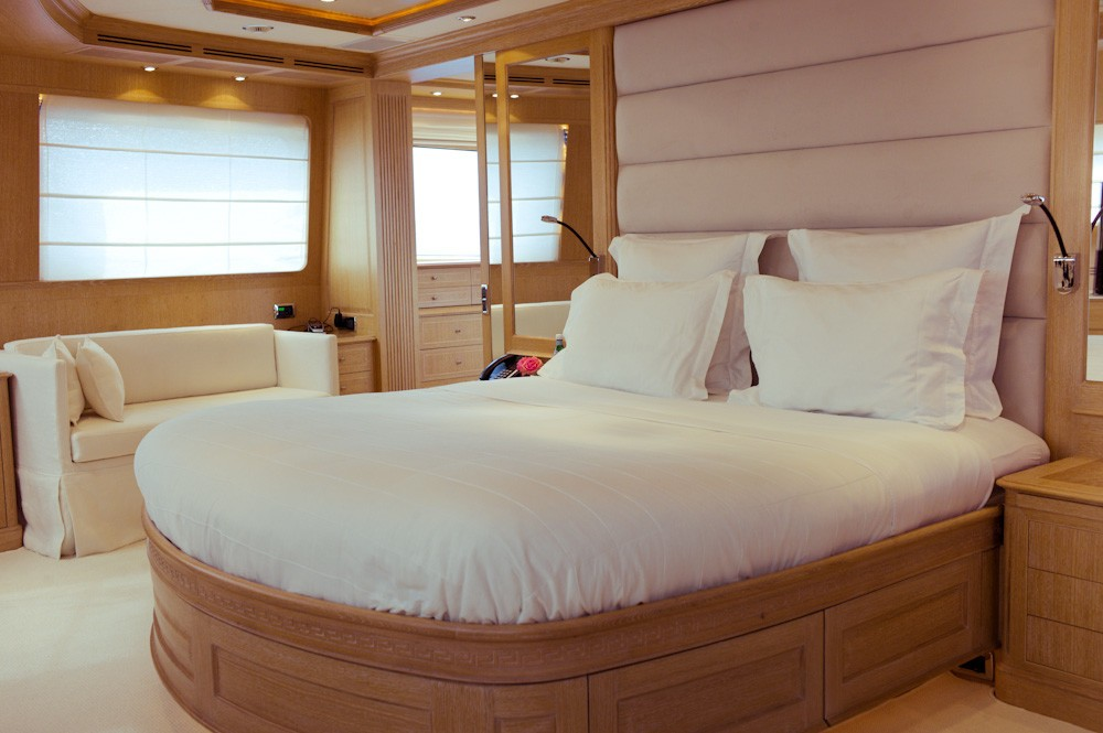 Guest's Cabin On Yacht AFRICAN QUEEN