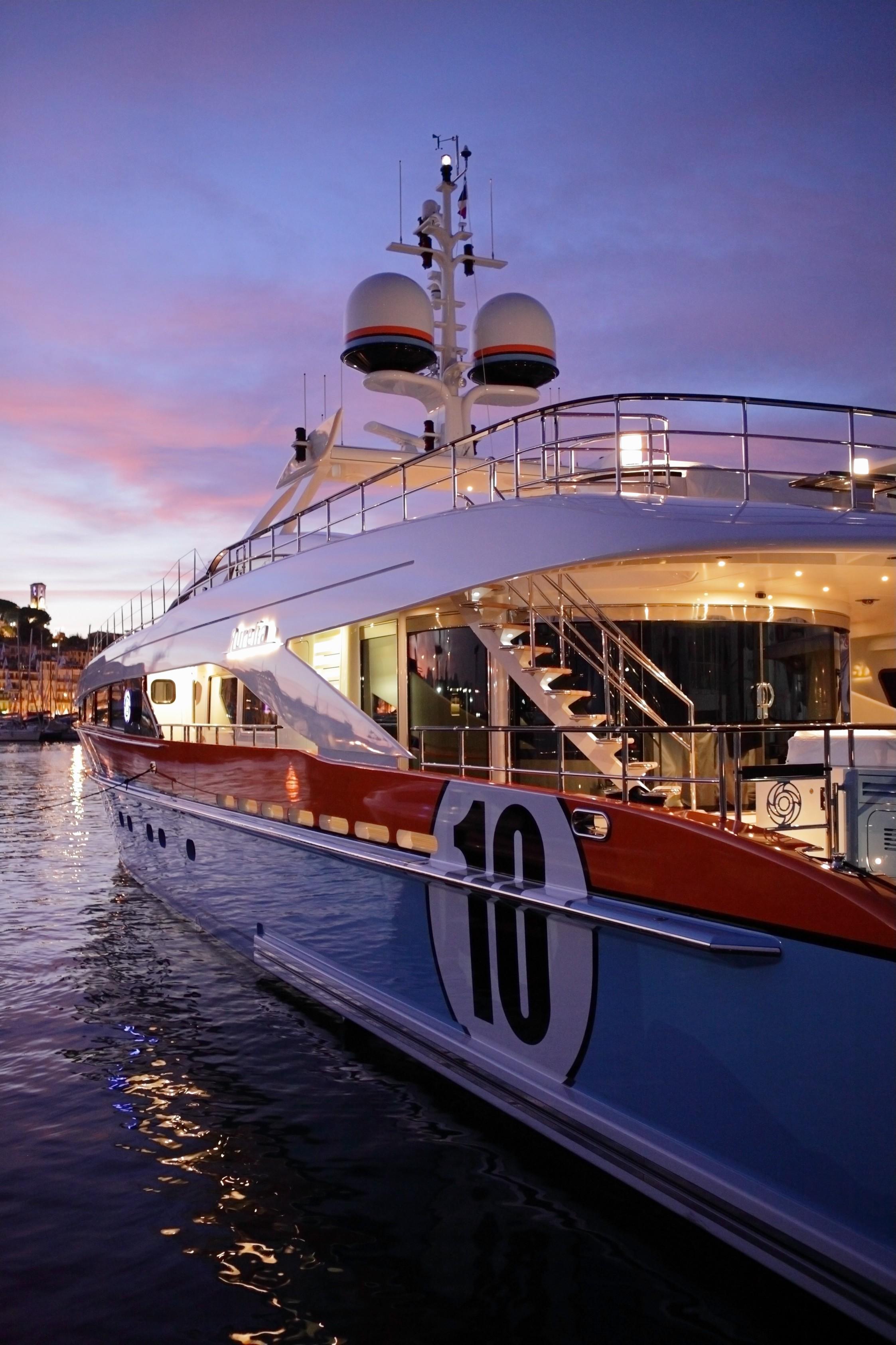Profile Aspect On Board Yacht AURELIA