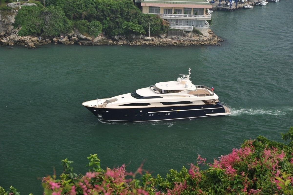 Premier Overview On Board Yacht ESPRESSO