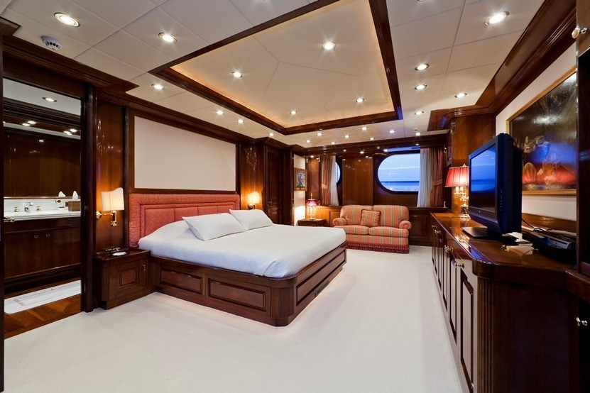 Sitting: Yacht SOPHIE BLUE's Main Master Cabin Captured
